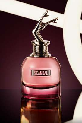 Perfume scandal mujer