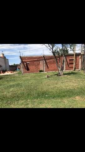 Terreno con estructuras para seguir construyendo