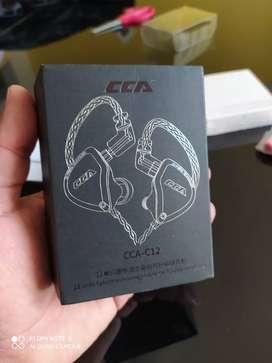 Auriculares CCA C-12 primos de KZ ZSX