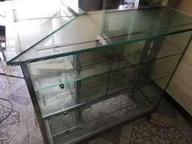 Vitrina en L. Toda en vidrio