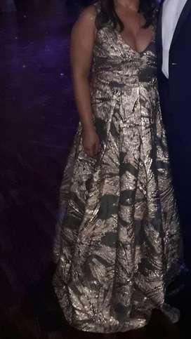 Elegante, sobrio y hermoso vestido largo de gala en venta