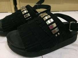 sandalias zapatos negro talle 38 con flecos casi sin uso