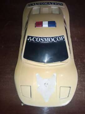Auto antiguo a pila cosmocop