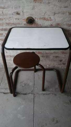 Escritorio con asiento movible