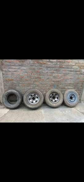Cuatro discos rin 16,  1 disco de la Toyata 2200 y un motor para lavar autos