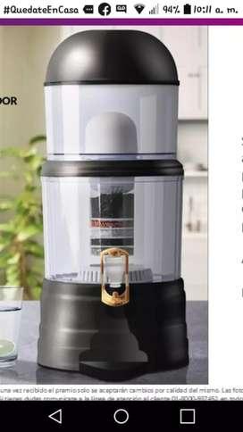 Vendo filtro de gravedad, no necesita de conexión solo agregar agua. Viene con filtro de cerámica y  piedras granulada.