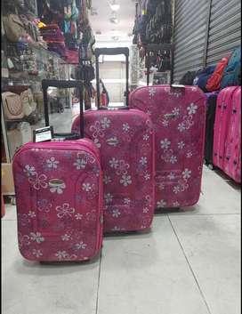 Maletas #Estampadas a muy buen precio… #Viajaconelegancia