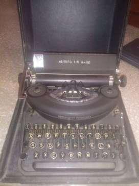 Maquina de escribir antigua - Maquina de escribir olivetti - Maquina de sumar