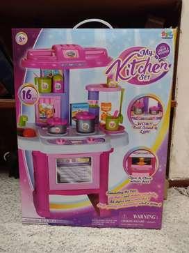 Cocina My Kitchen Set con luz sonido y accesorios. NUEVA