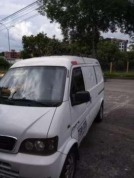Se ofrece Van de carga para trabajo