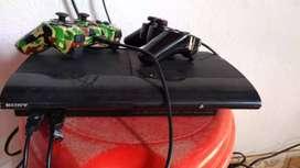 Vendo dos PS3 con sus dos controles cada una y disco duro