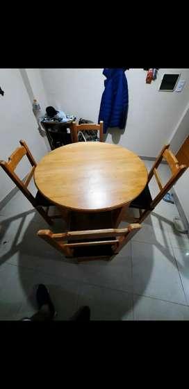 Mesa Redonda de Roble + 4 sillas de Roble y cuero