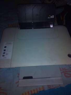Impresora blanca marca hp,scaner