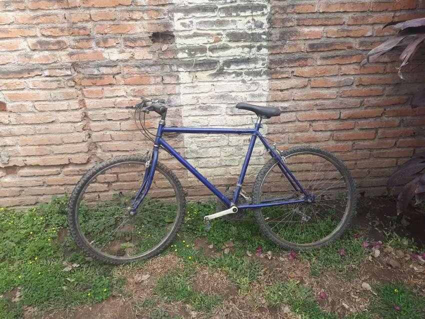 bicicleta en muy buen estado 0