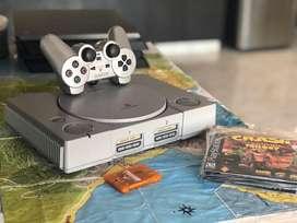 Playstation one, con 1 control, memory card y varios juegos. Funciona perfectamente.