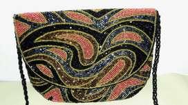 cartera de fiesta  20cm x 17cm bordada con canutillos