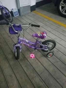 Bicicleta para ninas, modelo frozen, rin 12, con llantas de seguridad, usada una vez