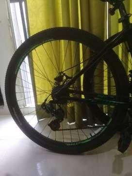 vendo hermosa bicicleta negra rin 29 un año y medio de uso