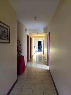 Se alquila local comercial ideal para clínica o sala de reposo.