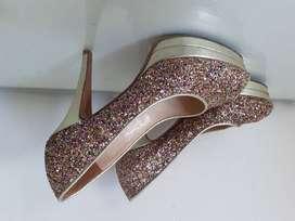 Zapatos de fiesta, dorados con glitter. Numero 36