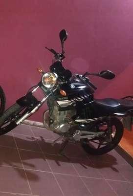 Vendo moto yamaha ybr excelente estado