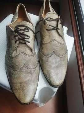Zapatos italianos originales.