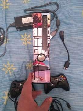 Xbox 360 con controles y accesorios