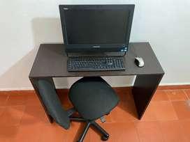 Computador Todo En Uno Lenovo con mesa y silla