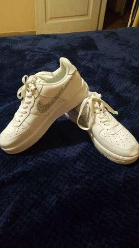 Zapatos Nike nuevos para hombre.