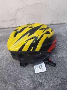 casco  ciclismo o patinaje NUEVO