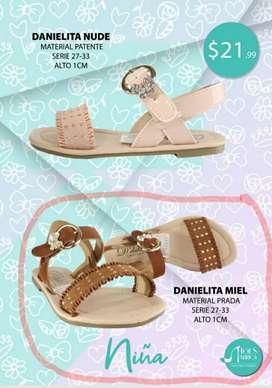 Sandalias de niña nuevos