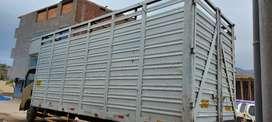 Alquiló camión y camionetas