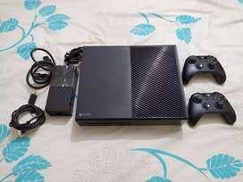 Se vende Xbox one perfecto estado con control