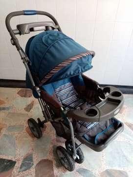 Coche para bebé en perfecto estado con plástico para lluvia