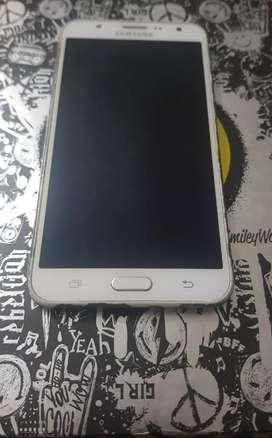 Se vende Samsung J7 en perfecto estado.