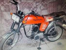 YAMAHA  CLASICA MOTO FURIA-80  ROJA M/78