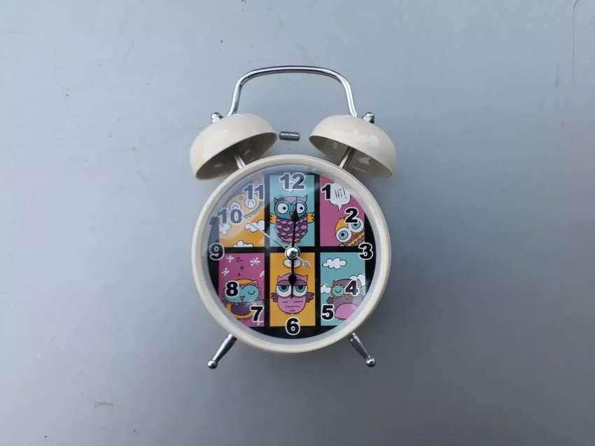 Reloj despertador vintage con luz 0