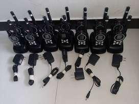 19 Radios Motorola en perfecto estado con cargadores y base.
