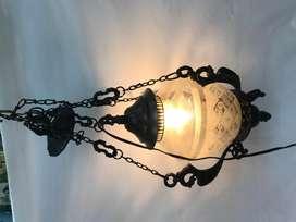 LAMPARA DE TECHO EN HIERRO Y CRISTAL GRABADO CON CORAZONES