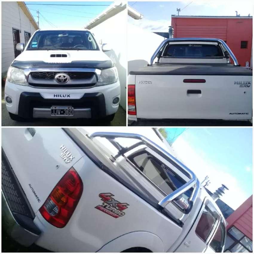 Toyota Hilux SRV 4×4 asientos en cuero año 2010 0