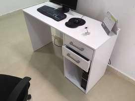 mueble escritorio para computador y silla de rodachines ergonomica nuevos combo sueroferta