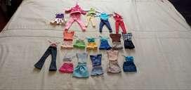 Vendo ropa para Barbie.