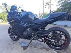Vendo o permuto Yamaha xj6f