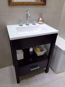 Mueble con bacha para baño.