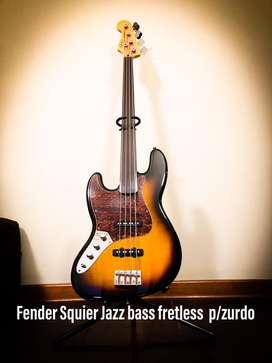 Bajo fretless p/zurdo Fender Squier