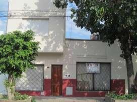 vendo casa en excelente estado de conservación, con posibilidades de reforma si se desea. EN MARCIAL CANDIOTI 4711- SANT