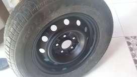 Vendo rueda armada para toyota mod  2000