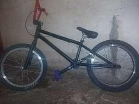 Bicicleta BMX 8/10 precio negociable