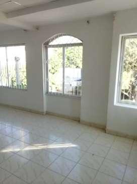 Apartamento en segundo piso, vista a la calle en Gaira