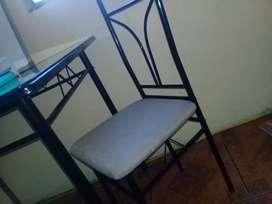 Juego de mesa de cuatro sillas